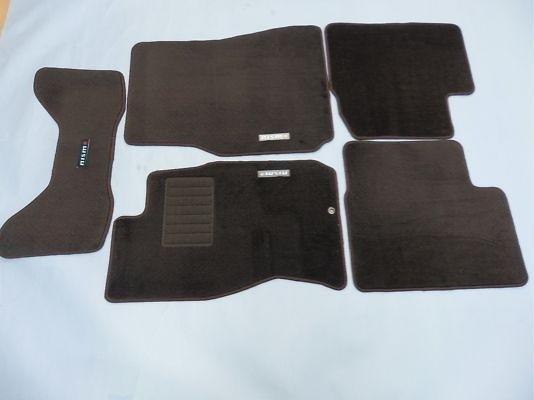 Color: Black - Quantity: 5 Mat Set - 74902-RNR45
