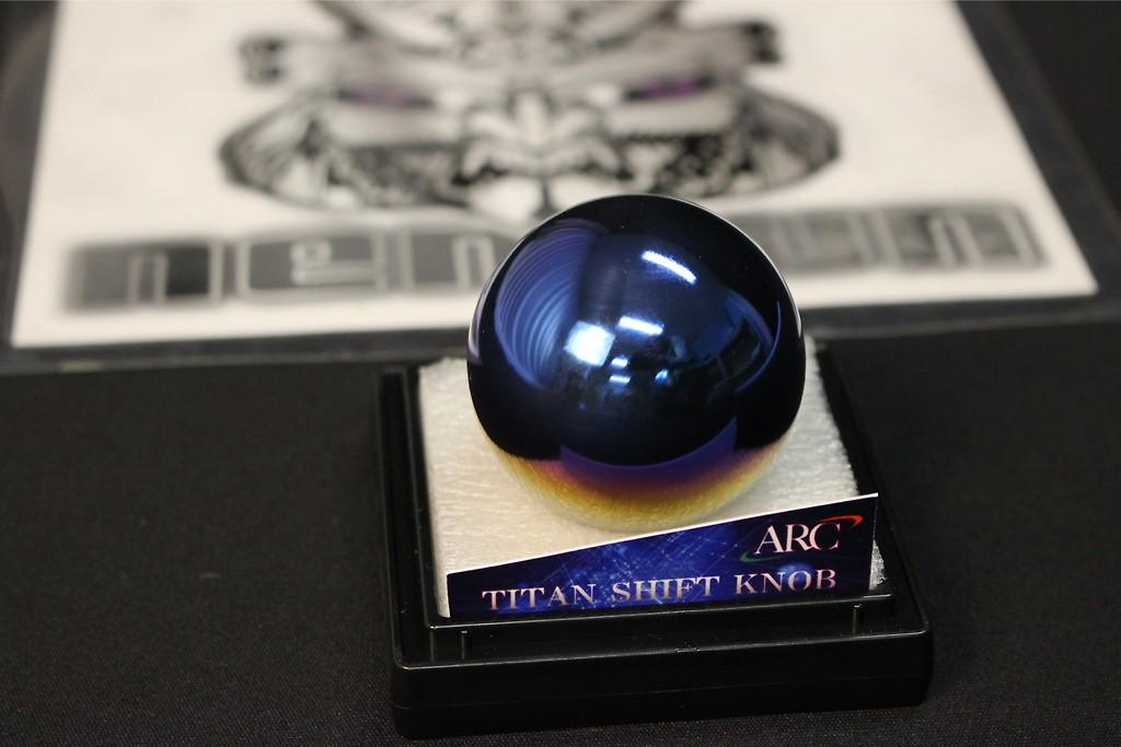 Round 45mm diameter - Colour: Specular - Thread: M10 x 1.25 - 19002-AA029