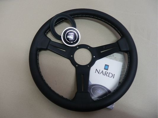 Type: Flat - Material: Smooth Leather - Color: Black Leather & Black Spoke - Diameter: 330mm - N110