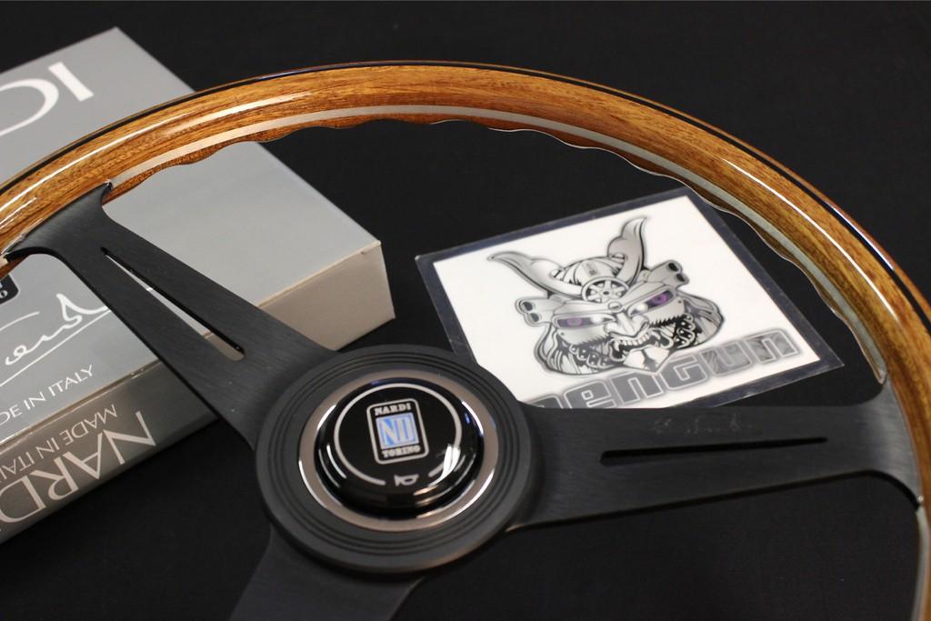 Type: Flat - Material: Wood - Color: Black Spoke - Diameter: 360mm - N121
