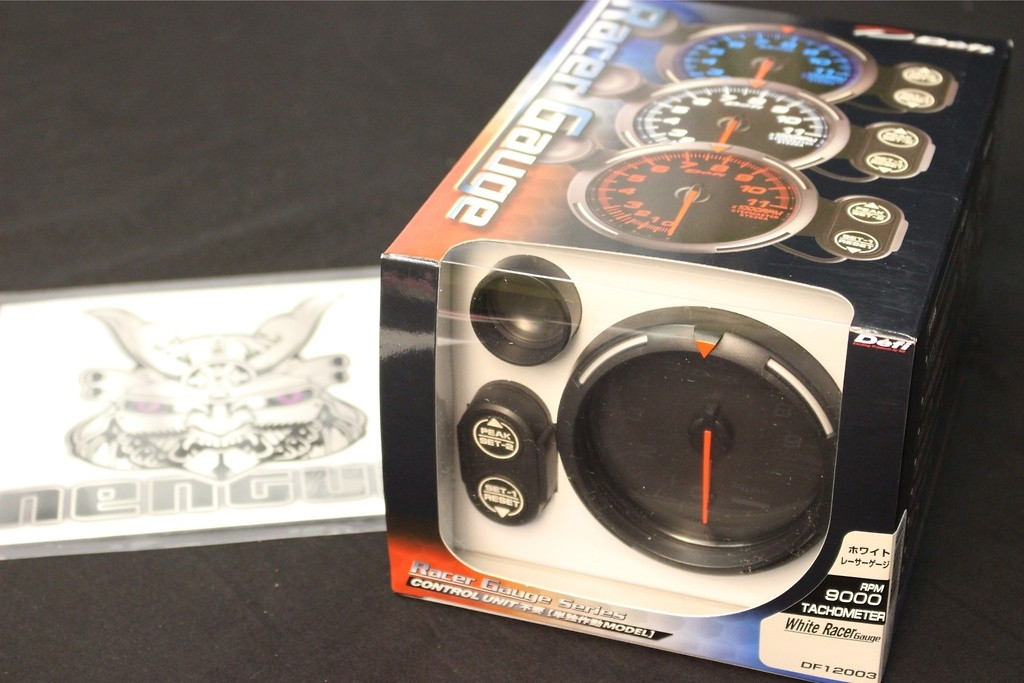 Type: Tachometer - Color: White - Diameter: 80mm - Range: 0 ~ 9000rpm - DF12003