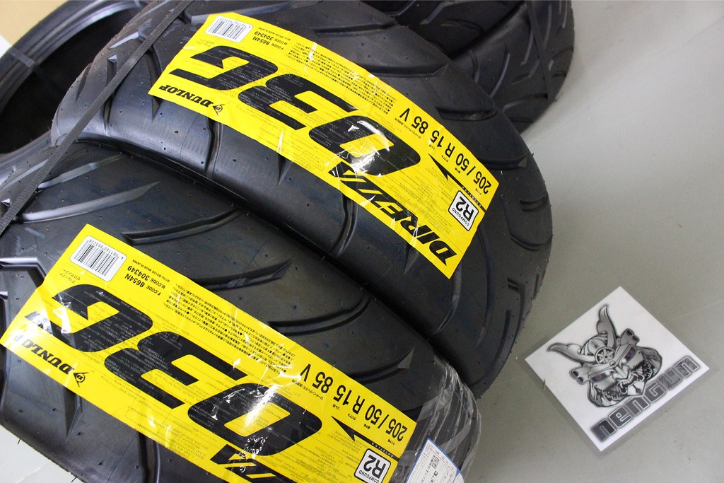 Type: Road - Width: 205 - Aspect Ratio: 50 - Rim Size: R15 - Load Rating: 85 - Speed Rating: V - Compound: R2 - 304349