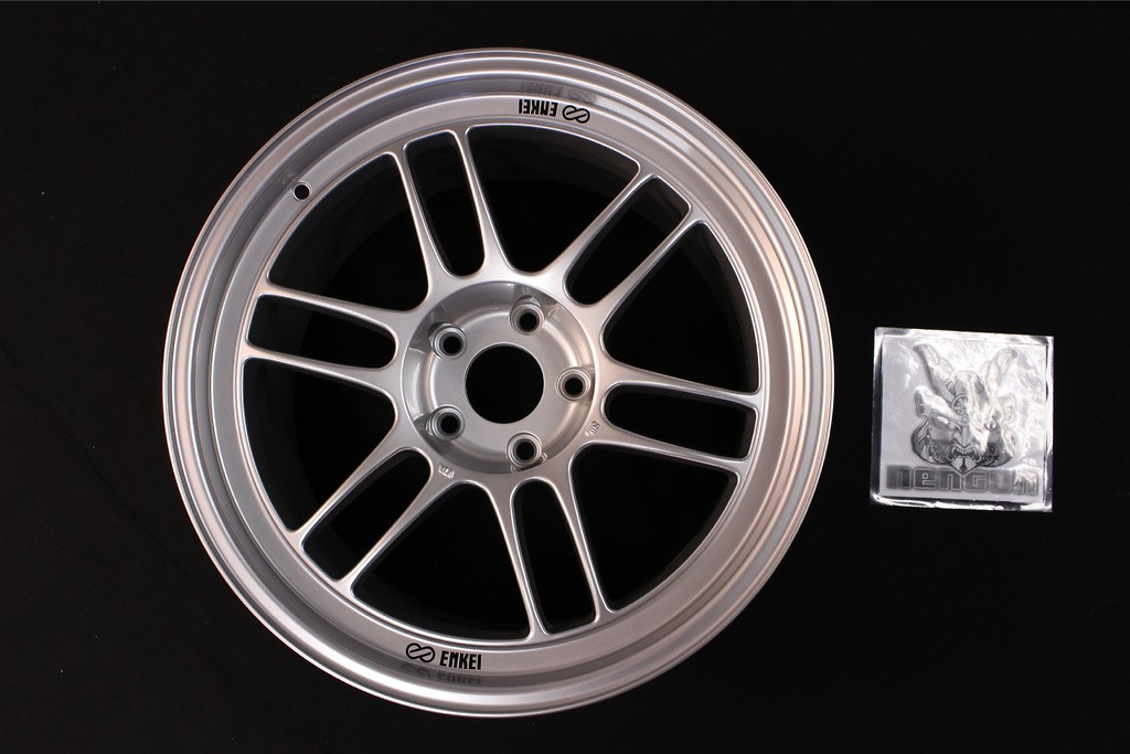 """Colour: Silver - Size: 18"""" - Width: 9.5J - Hole: 5H-114.3 - Offset: +15 - RPF1"""