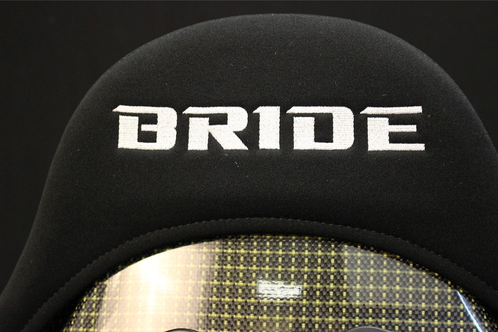 Color: Gradation Logo - Shell Material: Carbon Aramid - Cushion Type: Low - G32GMR