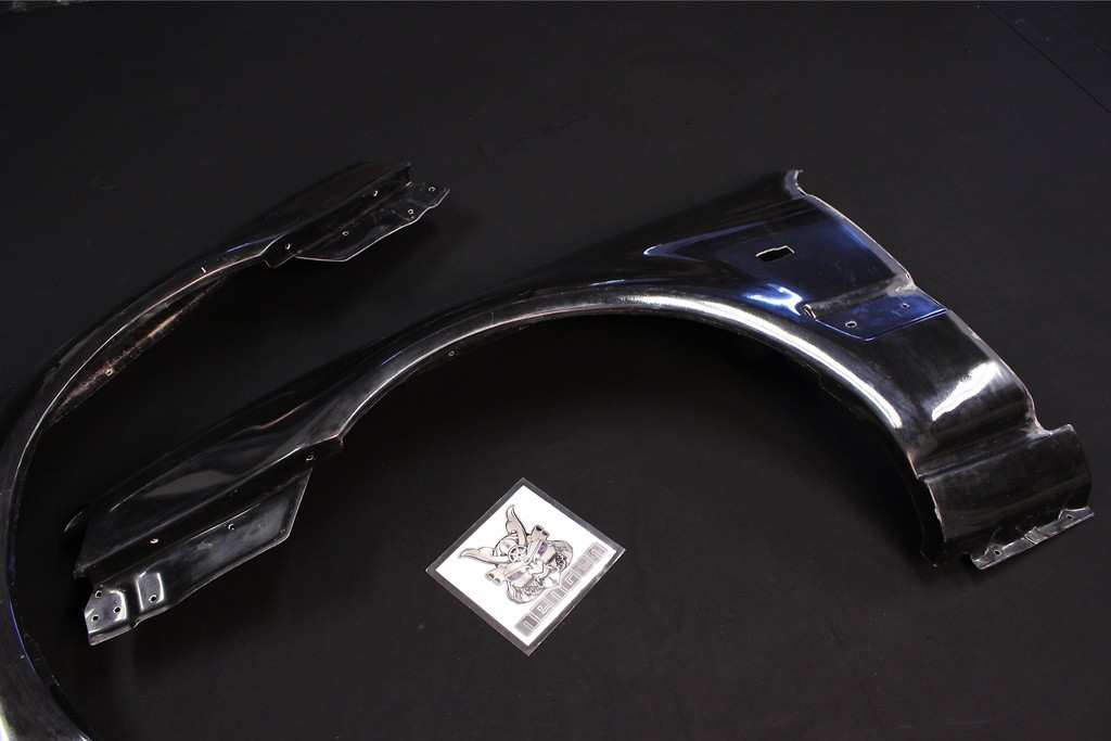 Construction: FRP - Colour: Unpainted - Front Fender Set