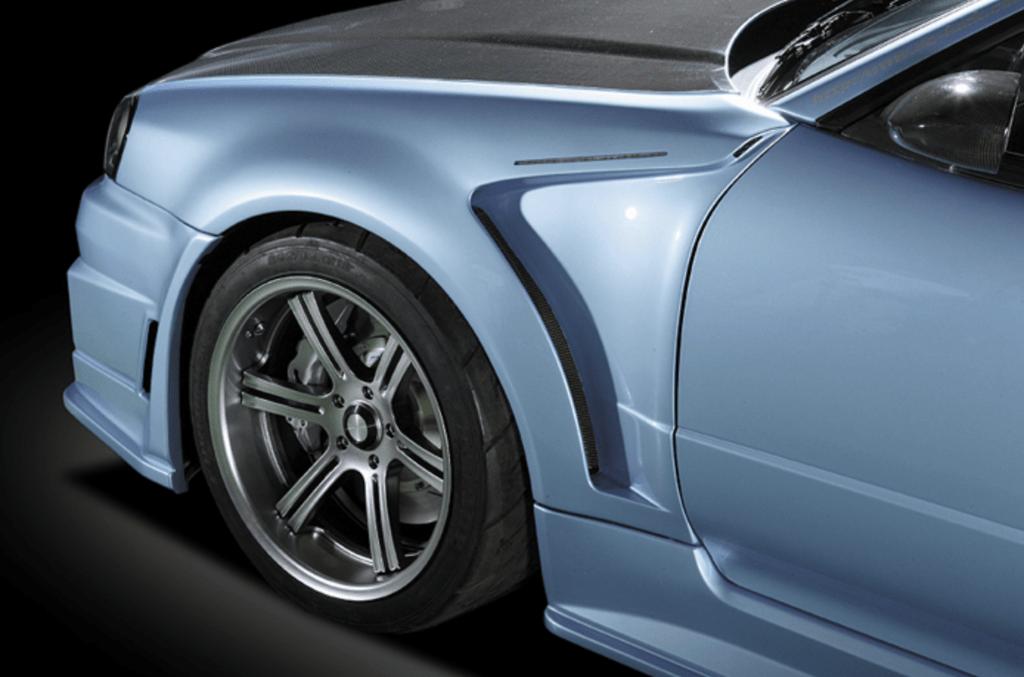 Construction: FRP - Colour: Unpainted - Front Aero Fender