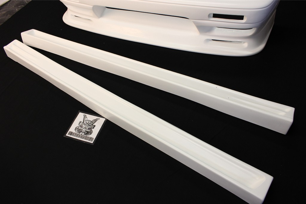 3 Piece Kit - Front Bumper Spoiler, Side Steps, Rear Bumper Spoiler - Construction: FRP - Colour: Unpainted - 3P Kit