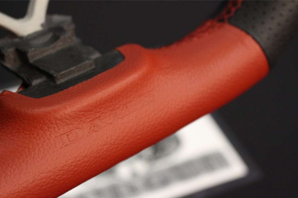 Formula - Type: D-Shape - Color: Black/Red - Diameter: 358mm - Stitch: Red - SS358-D(F)