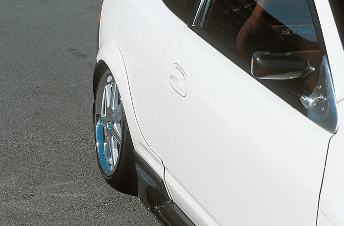 Construction: FRP - Colour: Unpainted - Rear Wide Fenders