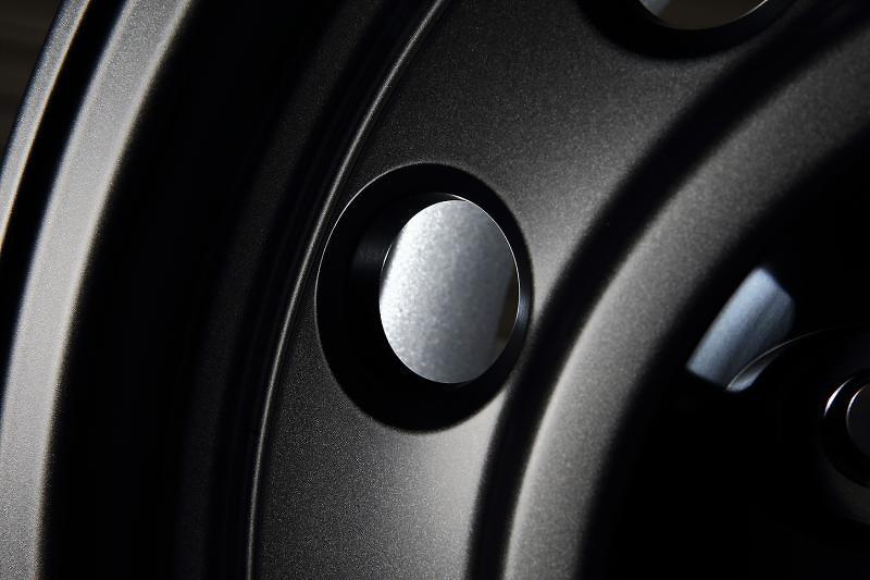 "1 Wheel Only - Colour: Gunmetallic - Size: 16"" - Width: 7.5J - Hole: 5H-150 - Offset: 0 - Bore: 110.2mm - B950675MGM"