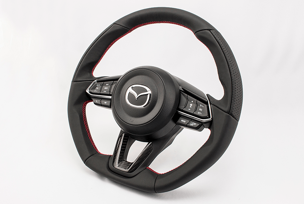 with Dry Carbon Panel - Type: D-Shape - Material: Leather - Color: Black - Diameter: 370mm x 365mm - Stitch: Red - MD01C
