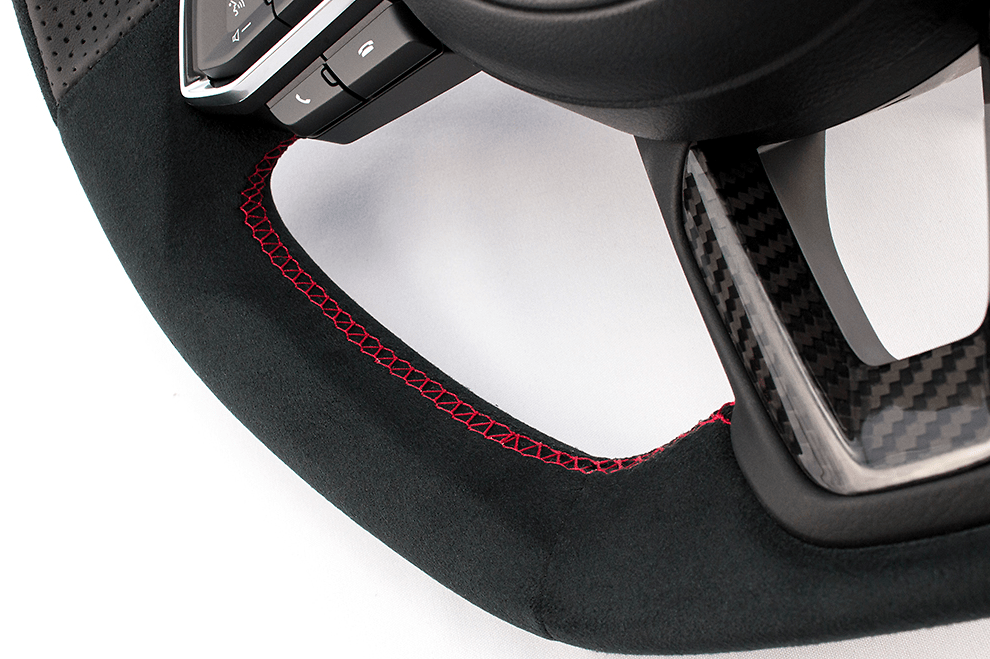 with Dry Carbon Panel - Type: D-Shape - Material: Ultra Suede/Leather - Color: Black - Diameter: 370mm x 365mm - Stitch: Red - MD02C