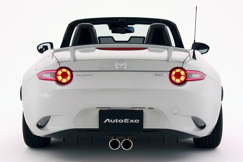 Sports Muffler - Pieces: 1 - Pipe Size: 54mm - Tail Size: 90mm (x2) - Weight: 9.6kg - Tail Type: Centre Dual - MND8Y50