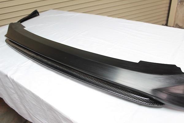 Front Spoiler + Front Splitter - Construction: Urethane/Carbon (Twill) - Colour: Unpainted - 20-3009