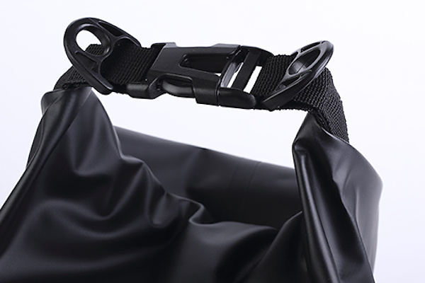 Colour: Black - Material: Material: (Front) 100% polyester / (Back) PVC - Size: Size: 380mm x 90mm diameter(5L capacity) - 74090200052BK