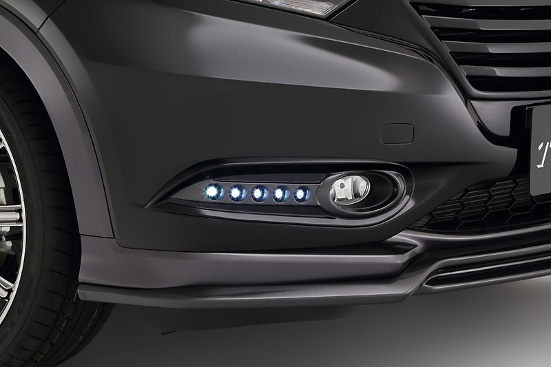 Fog Lamp Covers (with LED) - Colour: Unpainted - TLARN-RU14-FLC