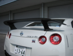 GT-R - R35 - Material: Dry Carbon - Width: 1680mm - Depth: 300mm - Height: 175mm - Weight: 2.7kg - R35