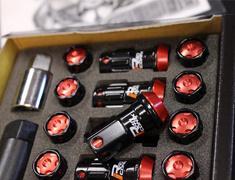 - Colour: Black/Red Cap - Thread: M12xP1.5 - Length: 44mm - Quantity: 16+4 - RIA-11KR