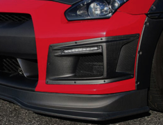GT-R - R35 - FRONT BUMPER DUCT with LED daytime lights & turn signal - Construction: Carbon - Colour: - - 000979c
