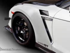 GT-R - R35 - Front Wide Fenders: Front Bumper Adapter included Dedicated LED turn signal included (Orange) - Construction: FRP / Twill Wet Carbon - KAN101